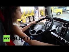 コロンビア12歳少女トラック運転手