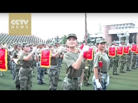 女性儀仗兵