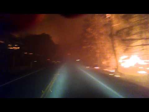 山火事カリフォルニア道路
