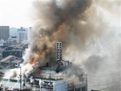 広島ラブホテル火災 下着姿 飛び出すカップル