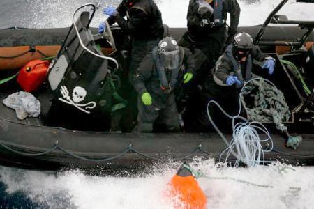 調査捕鯨船 妨害 南極海 シー・シェパード