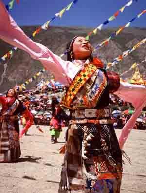 【中国】 チベット族 美しい民族衣装 絶滅 共産党 a