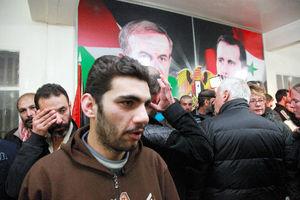 手錠かけられ熱湯 シリアで拘束のデモ参加者、拷問語る