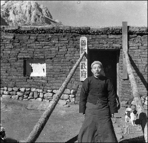 【中国】 チベット族 美しい民族衣装 絶滅 共産党 c