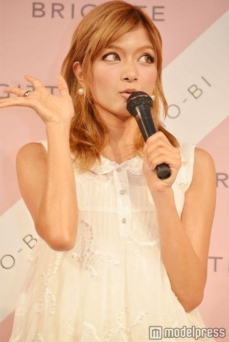ローラ Twitter  巨乳 クンニ マンコ 美人