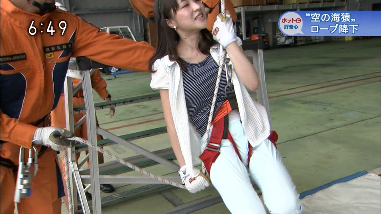 NHK赤木野々花アナの股間に不自然なふくらみ NHK赤木野々花アナの股間に不自然なふくらみ |