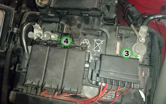 ③④ワーゲン・ポロ(GH-9NBBY) バッテリー交換