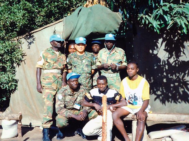 09_注射器2本のみのザンビア軍医務室前