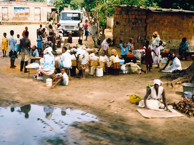 08_シャイシャイ街道の市場