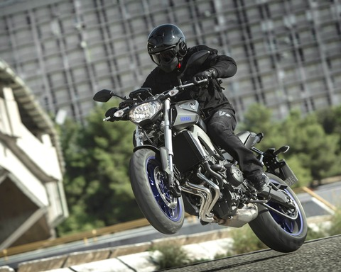yamaha-mt-09-wheeling