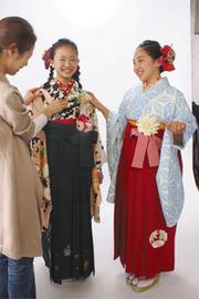卒業式に袴姿が人気…も、「着られない子のことを考えて!」自粛を呼びかけ