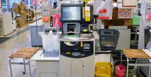 元朝日記者 「スーパーの自動支払機は老人の客に残酷すぎる。こんな効率化はいらない」