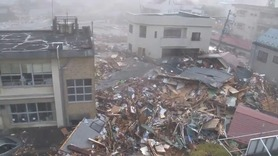 A disaster and revival - 【東日本大震災】釜石市役所に襲来した津波 ...