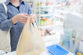 「店員にお礼とか恥ずかしい事すんなや」のツイートに反響 コンビニで店員に対し、お客が会計後にお礼をするのは常識なのか?