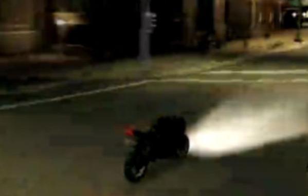 東京ディズニーリゾート外周道路で無人で走行するバイクが目撃される…道路には19歳の死体