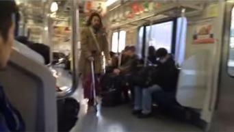 【動画】 電車内をキックボードで走行、50代男を書類送検 「何回もやっている」