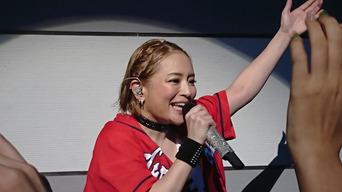 【画像】 浜崎あゆみ(39)がライブでまたも激太りと話題に