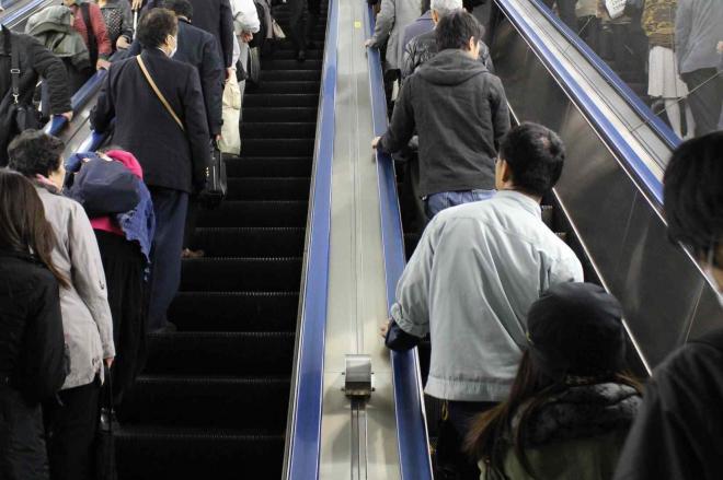 f718545ce4 痛いニュース(ノ∀`) : エスカレーター、片側空け撲滅へ 鉄道各社「歩い ...