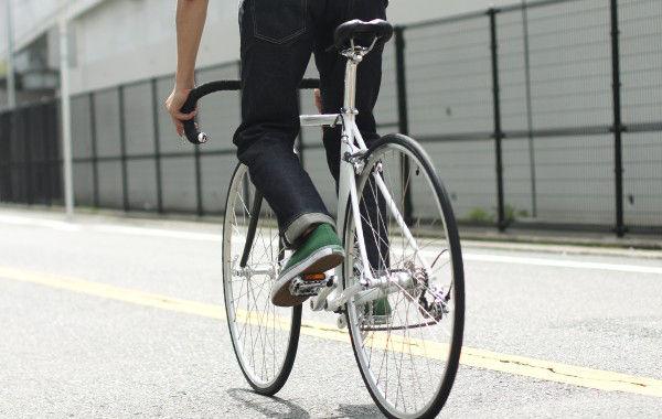 自転車の 自転車 姿勢 : ... 姿勢で信号が見えにくい
