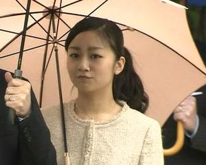 佳子様 「シャネルスーツ」報道で批判にさらされる→予算的に不可能(シャネルではない)と判明
