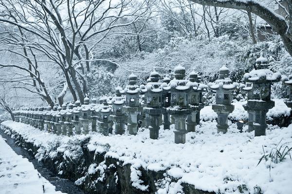 雪景色の灯籠