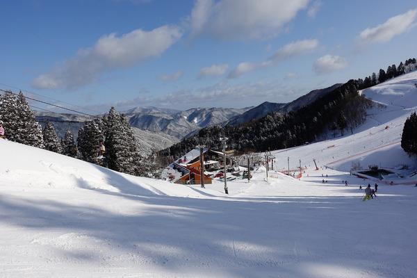 1ヵ月ぶりにおおやスキー場でコブレッスン