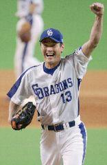 中日対広島 プロ野球記録となる46セーブ目を挙げ、ガッツポーズをする中日・岩瀬仁紀 ナゴヤドーム