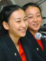 浅田舞(左)と浅田真央(右)パパはホストクラブの経営者だ!