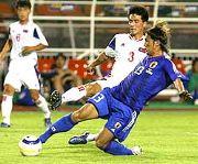 北朝鮮対日本 後半28分、北朝鮮のクリアミスを柳沢が右足で先制のボレーシュートを決める バンコクのスパチャラサイ国立競技場