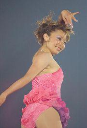 フィギュアスケートのエキシビション「ドリーム・オン・アイス」で演技する安藤美姫 新横浜プリンスホテルスケートセンター