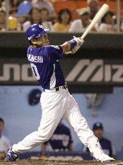 広島対中日 7回表、中日1死一、二塁、代打高橋光信が左越えに3ランホーマーを放つ 広島市民球場