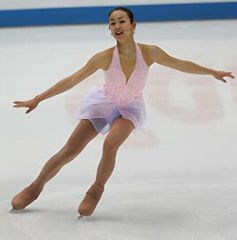 NHK杯SPで首位に立った浅田真央の演技=長野ビッグハット