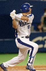 中日対広島 6回裏、中日1死一塁、森野が左翼線にタイムリー三塁打を放つ ナゴヤドーム