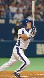 中日対広島 5回裏、中日1死三塁、立浪が右翼線に適時二塁打を放つ ナゴヤドーム