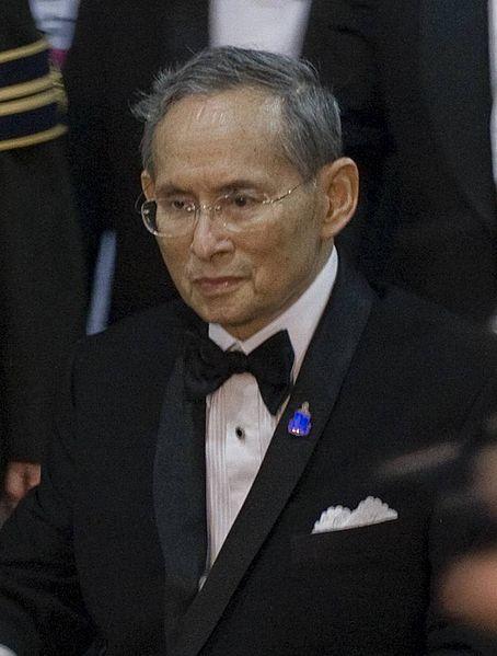 454px-Bhumibol_Adulyadej_2010-9-29_2_cropped