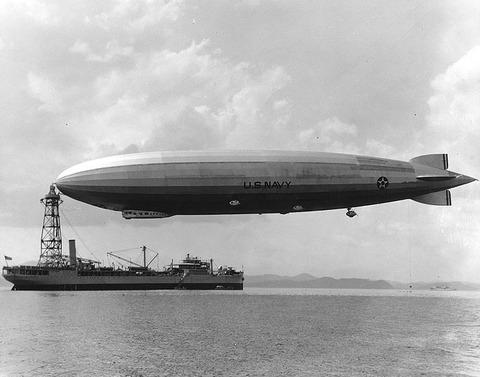 USS_Los_Angeles_moored_to_USS_Patoka,_1931