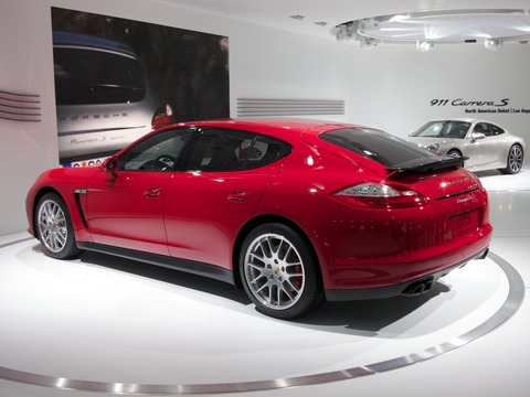 New-Porsche-Panamera-GTS-still-ugly