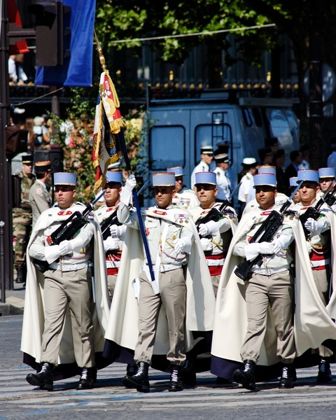 1st_Spahis_standard_guard_Bastille_Day_2008