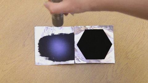 「光を99.965%吸収する最も黒い物質(ベンタブラック)の実力が話題に」海外の反応