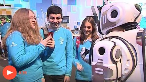 「ロシア国営テレビが紹介したハイテクロボ、中に人間が入っていたことが判明」海外の反応