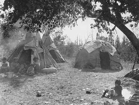 Ojibwe_wiigiwaam1928