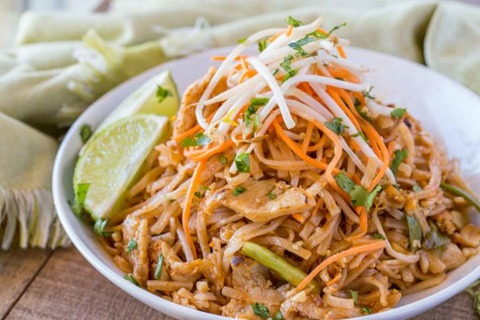 Chicken-Pad-Thai-3-688x459