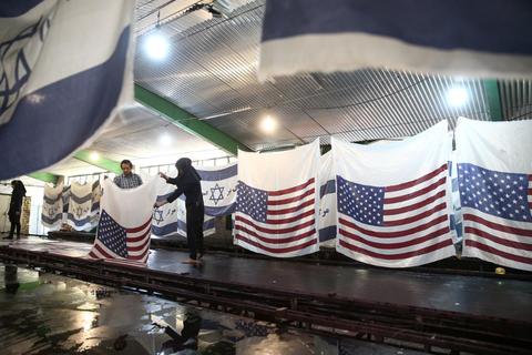 「イランの工場では燃やすための米国/イスラエル国旗が製造されてる」海外の反応