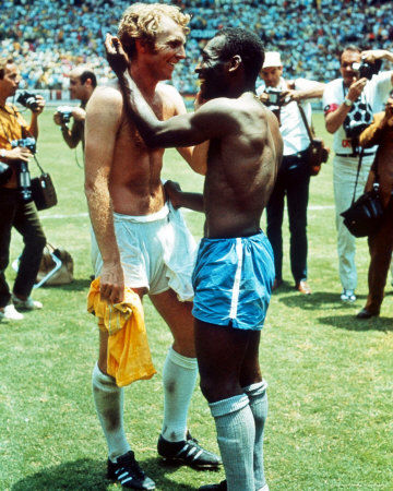 pele-and-bobby-moore