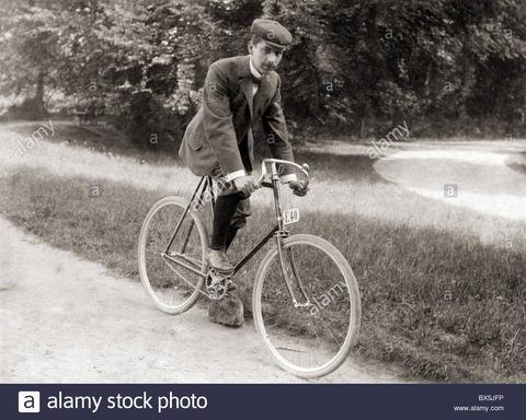 「ドイツで自転車に乗る人は免許証を保有しないといけない」(明治時代の海外旅行記:松井茂『欧米警察見聞録』)