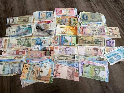 外国人「世界中の国の紙幣を集めたから披露する」海外の反応