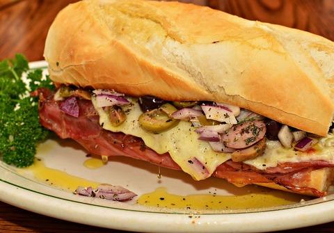 1280px-Mortadella_sandwich_01