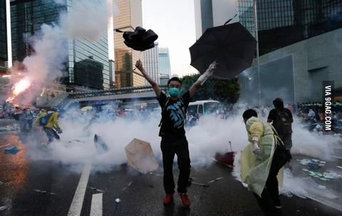 「香港で普通選挙を求めるデモ『雨傘革命』が」海外の反応