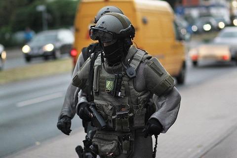 外国人「チェーンメイルを装備したドイツ警察が完全にデウス・ウルト」海外の反応