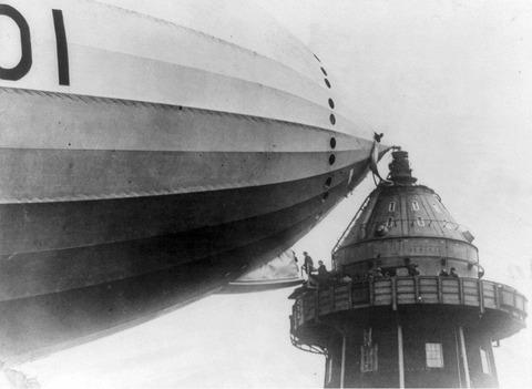 「1920年代の上流階級の格好良い飛行船旅行の仕方」海外の反応